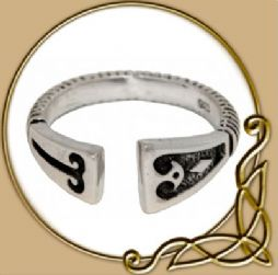 Viking Silver Ring with diamond pattern